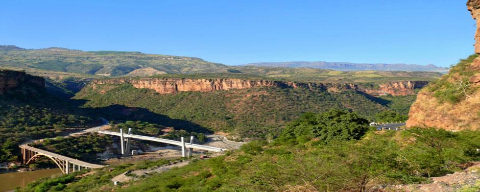 Fluss - Berge - Äthiopien