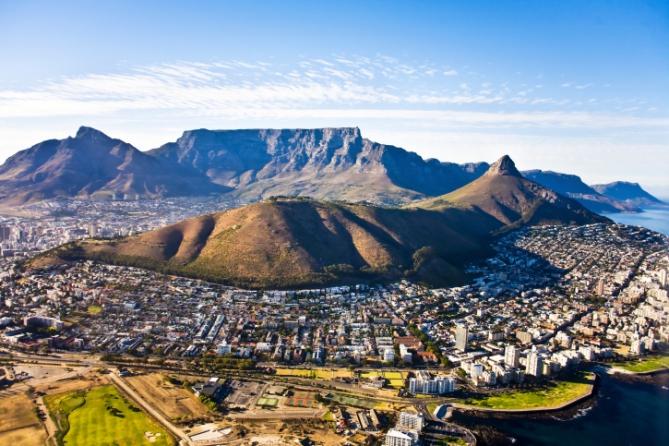 Kapstadt: Signal Hill (links) und Lion's Head (rechts)