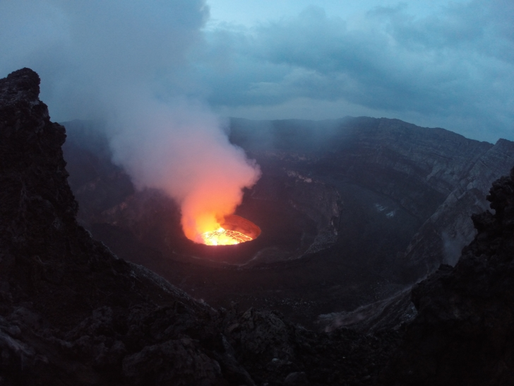 Nyiragongo -Lavasee im Vulkankrater