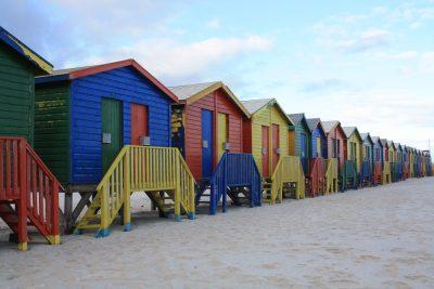 Namibia Suedafrika Botswana Rundreise - Suedafrika Erlebnisreise - Bunte Strandhaeuschen - Muizenberg Kapstadt - Suedafrika