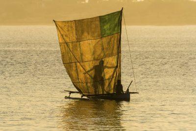 Madagaskar Gruppenreise -Fischer mit Boot - bei Ifaty - Madagaskar