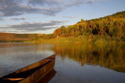 Gruppenreise Madagaskar -Holzboot Fluss - Madagaskar - Afrika