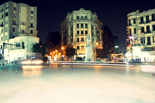 Abendliche Straßenszene in Kairo