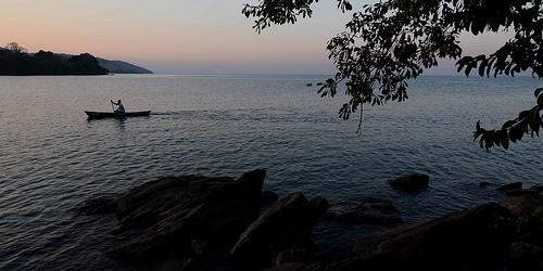 Der Malawi-See-Nationalpark bei Sonnenuntergang