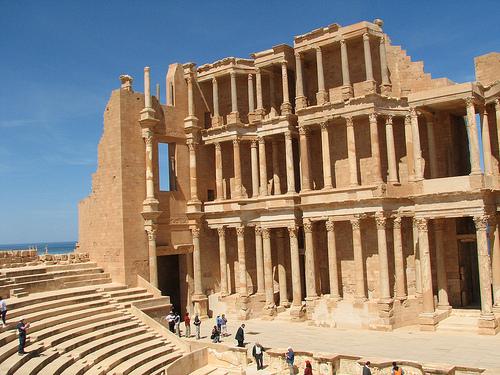 Die Ruinen des römischen Theaters von Sabartha